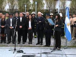 Placa-homenaje-a-la-bombero-Anahí-Garnica