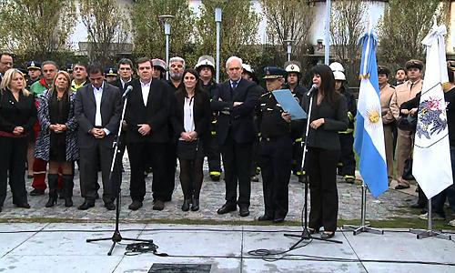 Placa homenaje a la bombero Anahí Garnica