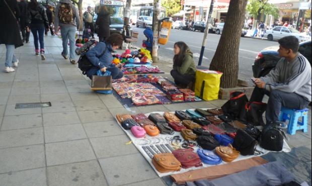 Sospechosa complicidad y comerciantes con la venta ilegal