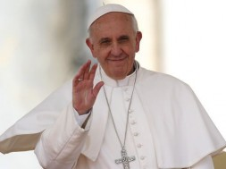 Pope Francis waves during his Wednesday general audience in St Peter's square at the Vatican May 1, 2013. REUTERS/Tony Gentile (VATICAN - Tags: RELIGION PROFILE)