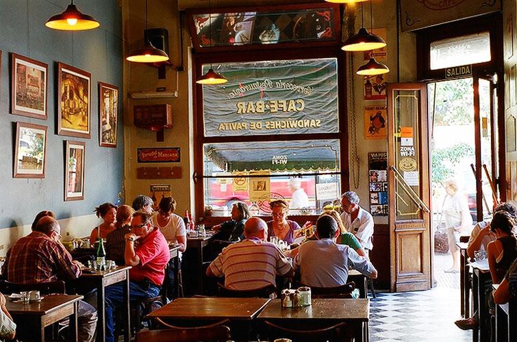 Cafés, emblema de barrio porteño