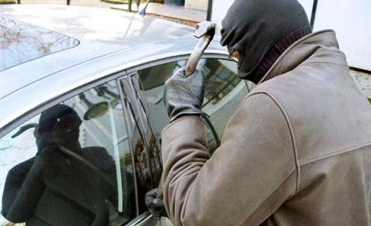 Autos, al alcance de las manos de los ladrones