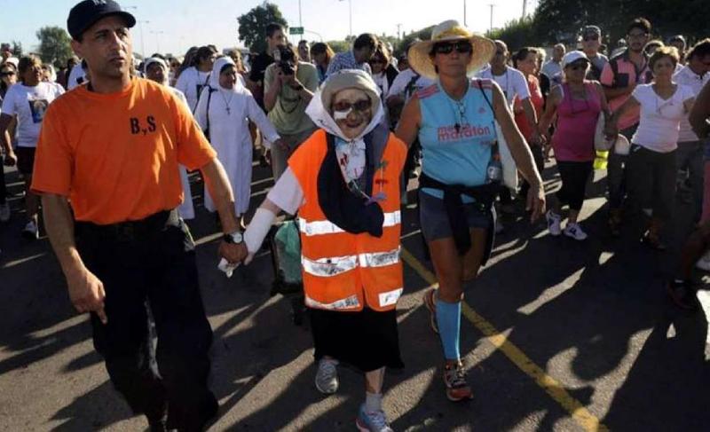 A los 91 años, Emma caminó desde Tucumán a la Basílica de Luján