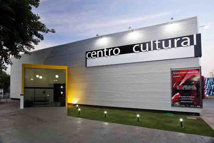 Centros culturales que caminan a la deriva