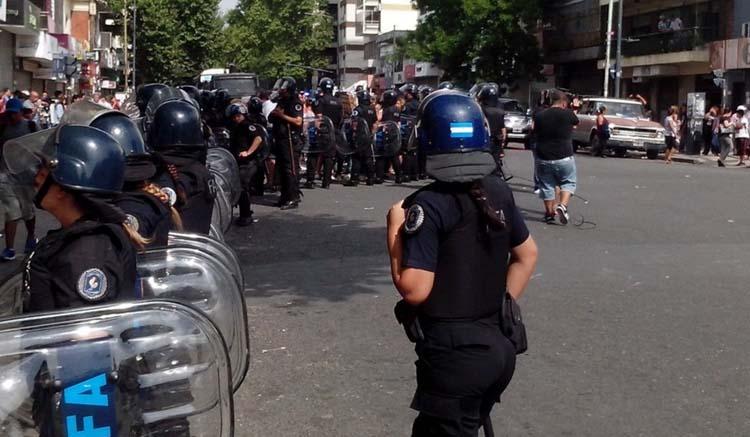 Policías y manteros, una historia conflictiva