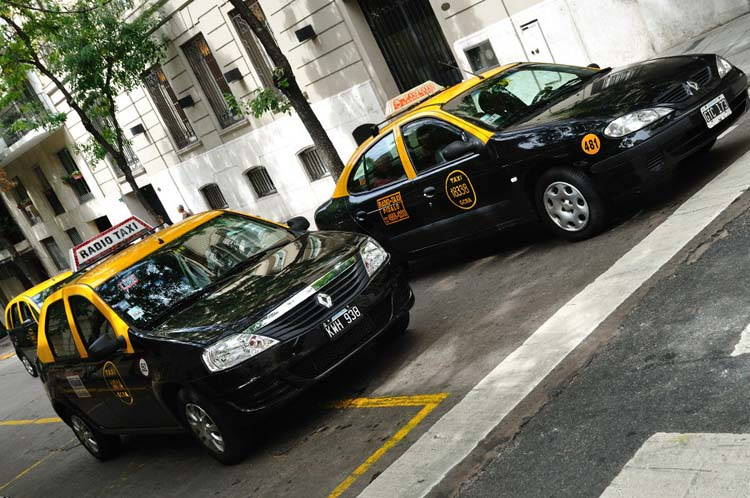 Taxistas bien alertas