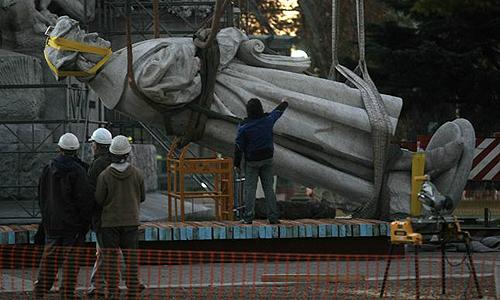Se aprobó convenio Nación-Ciudad para llevar la estatua de Colón a Costanera Norte
