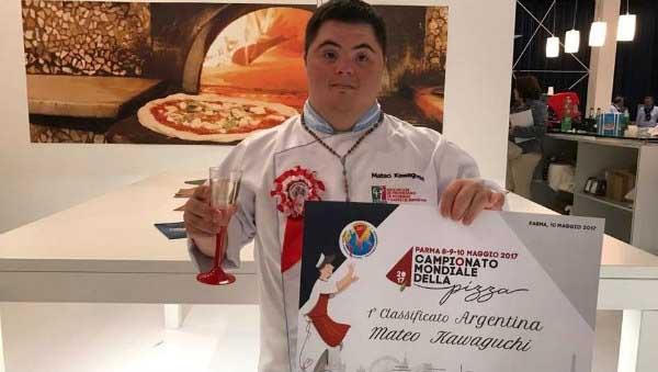 Un argentino triunfando en el mundial de pizza en Italia
