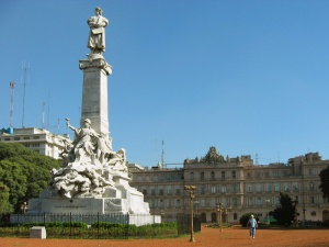 monumento_a_colon_frente_a_la_casa_rosada_large
