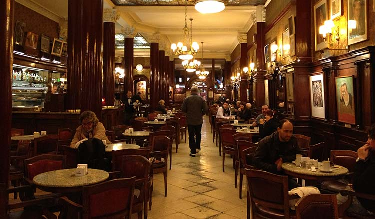 Cafés no pasan de moda y se renuevan con un público nuevo en la Ciudad