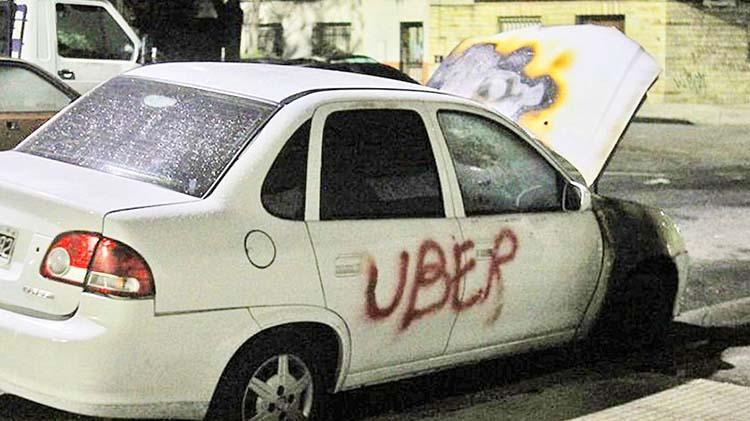 Incendiaron un Uber en Villa Devoto