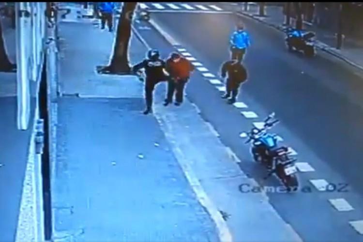 Un policía de la Ciudad mató a un hombre de una patada.