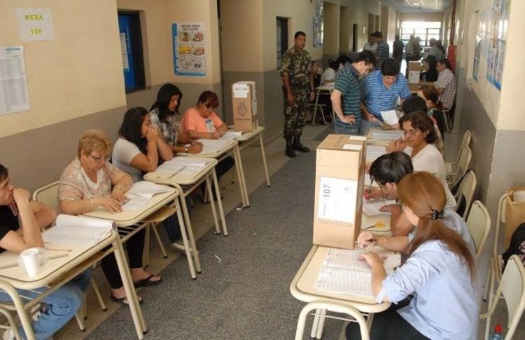 Indemnizarán a una autoridad de mesa que se fracturó en las PASO 2015