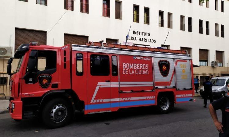 Flores: Un alumno se cayó desde un segundo piso dentro de una escuela