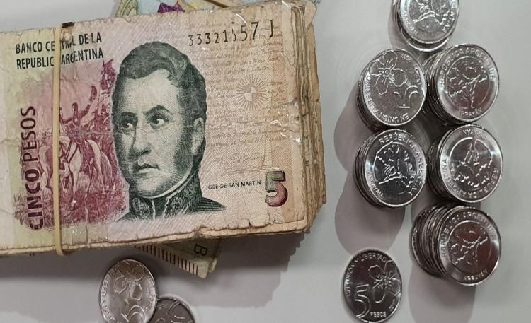 Algunos comercios ya no reciben el billete de $5. ¿Dónde reclamar?