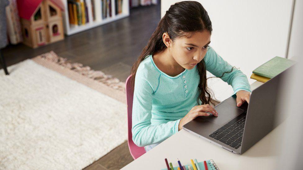 Proyecto de ley propone internet gratis para alumnos de CABA