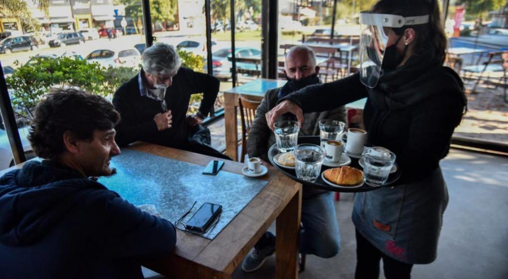 Bares y restaurantes piden reabrir el interior de sus locales