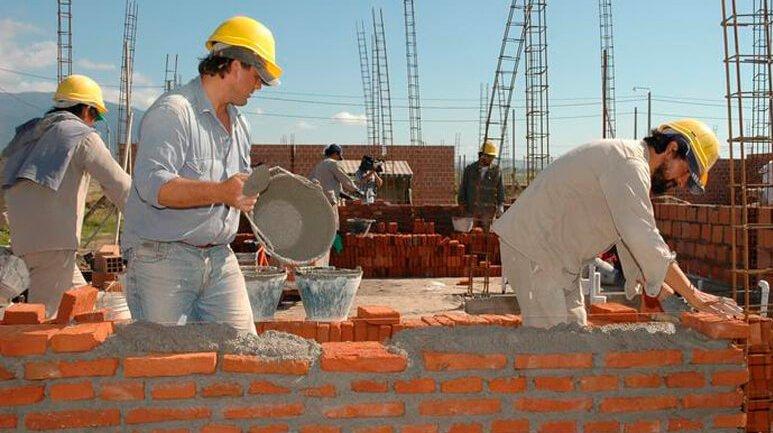 CABA: Con protocolos, vuelven construcción y trabajo en casas particulares