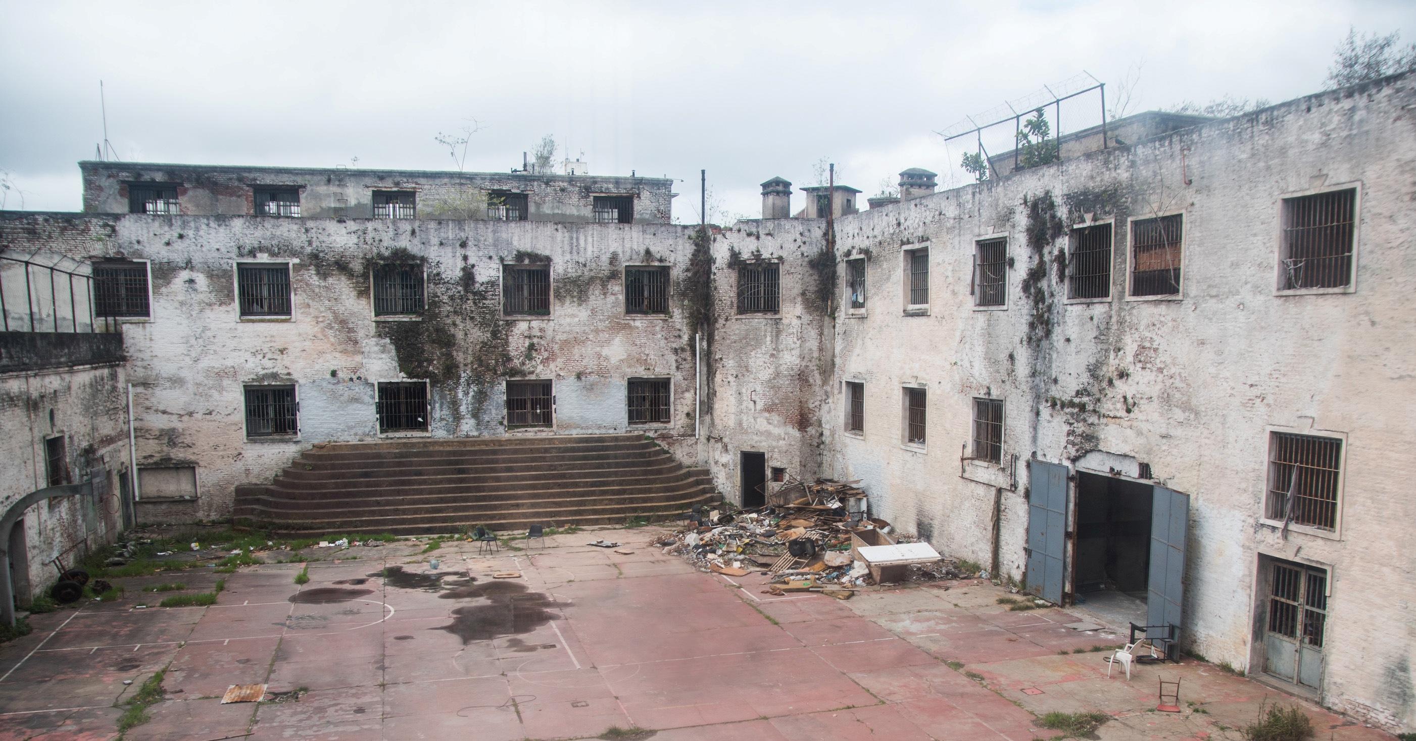 ¿Qué pasará con la abandonada Cárcel de Caseros?