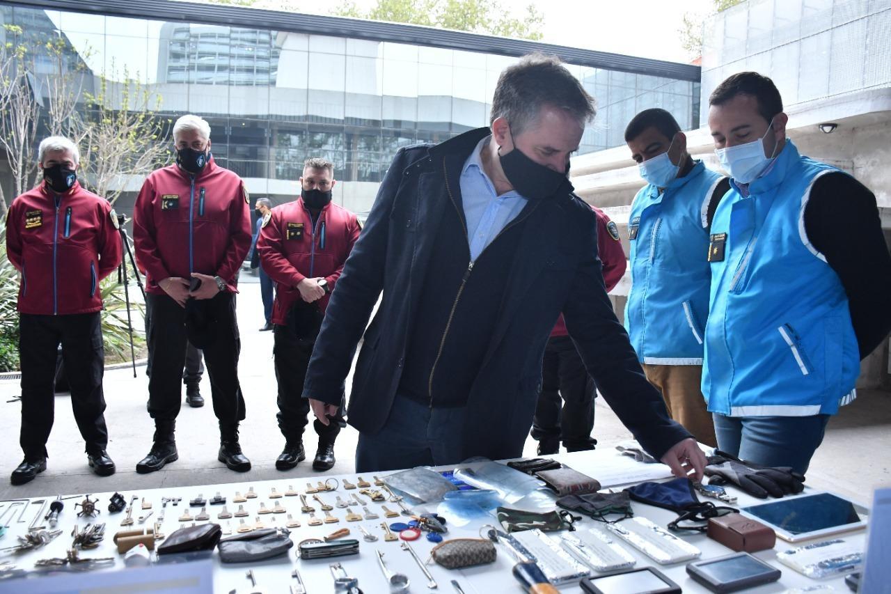 """Dos detenidos en cinco allanamientos de la """"Banda del Peluquero"""""""